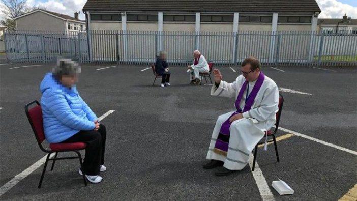 Seorang imam di Dblin mendengarkan pengakuan dosa di lapangan parkir mobil yang kosong sebelah gerejanya
