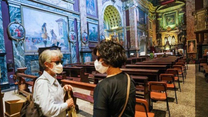 Umat di sebuah gereja di Torino, Italia (ANSA)