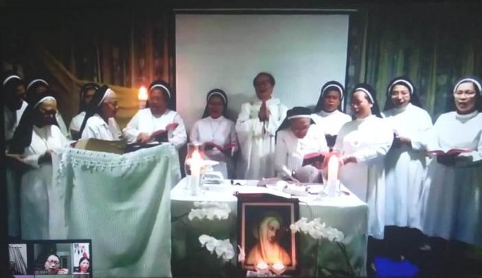 Para suster OP  yang mengikuti Misa di biara