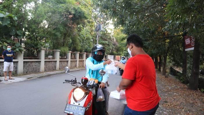 OMK Bongsari Semarang Berbagi makanan berbuka puasa  (PEN@ Katolik/lat)