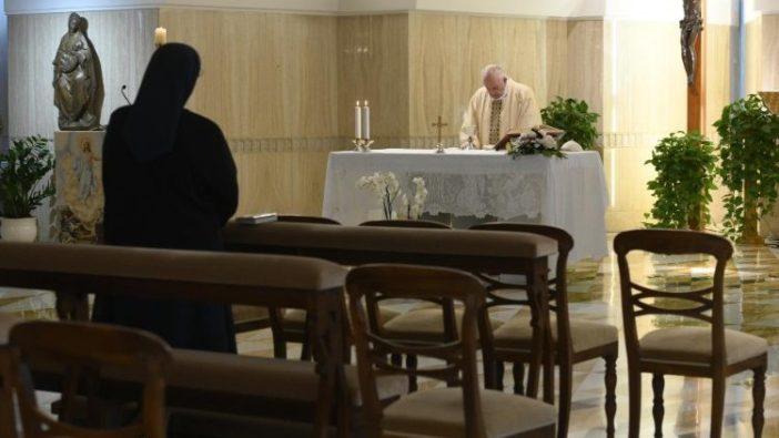 Paus dalam Misa 15 a