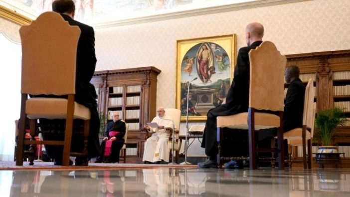 Paus dalam audiensi umum