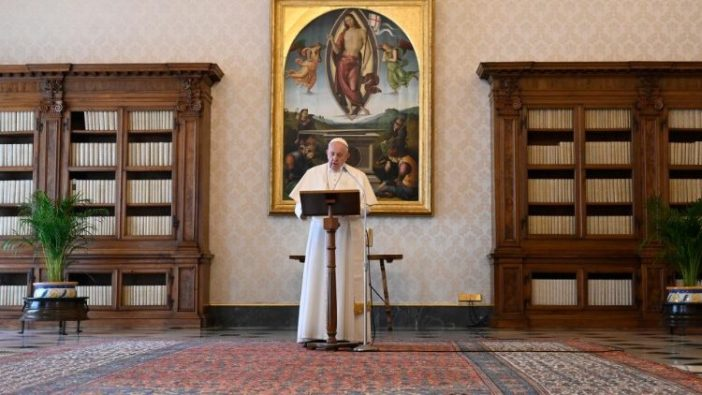 Paus Fransiskus dalam Regina Caeli  (Vatican Media)