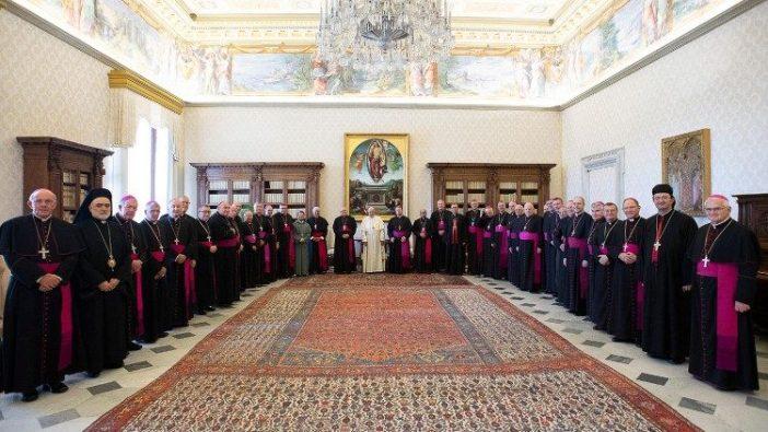 Para uskup Australia saat kunjungan ad limina