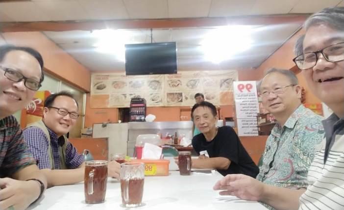 Pembicaraan awal terbentuknya PDA Kelompok Thomas Aquinas Kelapa Gading (kiri kenan: Paul Tanzil OP, Pastor Andrei Kurniawan OP, Halim OP, Aloysius Sandjaya, Theo Atmadi OP)