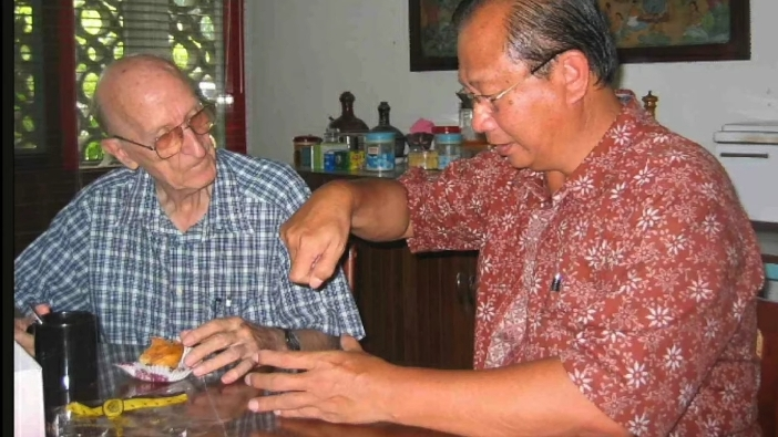 Aloysius Sandjaya dan Pastor Johann Balthasar Casutt SJ, dua tokoh yang membangun ATMI Cikarang (foto Dok ATMI Cikarang)