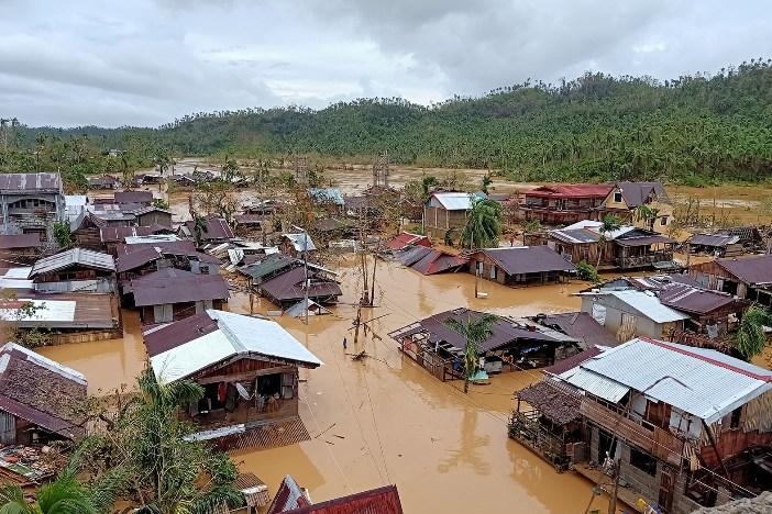 Topan Ambo menenggelamkan Kota Jipapad di Samar Timur, 15 Mei. PHILIP RAYMOND BOTE/KEUSKUPAN BORONGAN