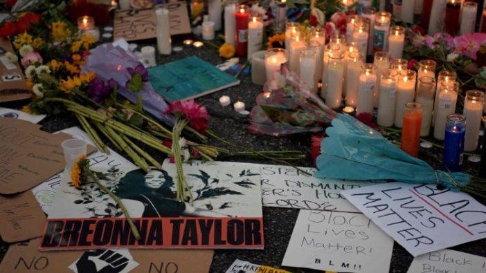 Lilin dan bunga memperingati George Floyd  (AFP)