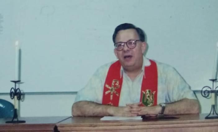Father Bob Astorino dalam Misa di sebuah pelatihan jurnalistik di Indonesia (pcp)
