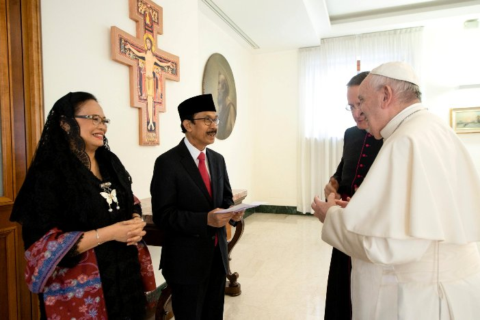 Dubes Sriyono ketika pamit kepada Paus Fransiskus