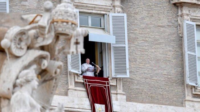 Paus Fransiskus mengalihkan pikiran dan doanya pada situasi dramatis di Libya