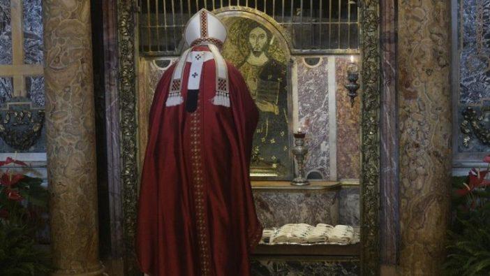 Paus memberkati pallium