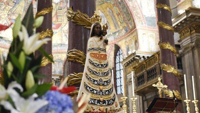 Patung Perawan Loreto dipamerkan di Basilika Santa Maria Maggiore di Roma (AERONAUTICA MILITARE)