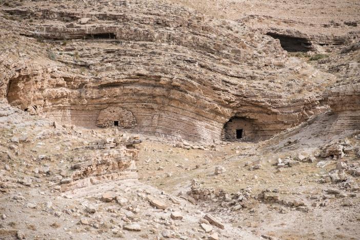 Gua-dua ditemukan seputar Machaerus. Diyakini bahwa Yohanes Pembaptis ditahan di salah satu dari gua itu. (Jeffrey Bruno/Aleteia)