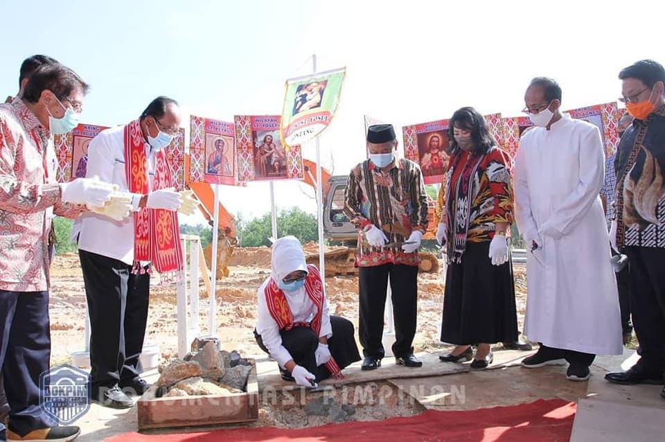 Walikota Bontang meletakkan batu pertama