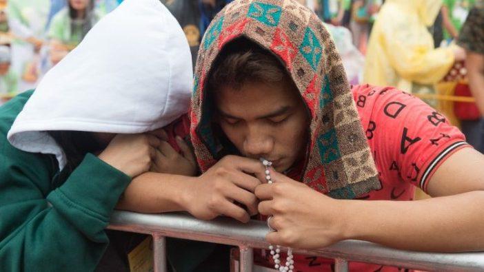 Umat berdoa di Filipina