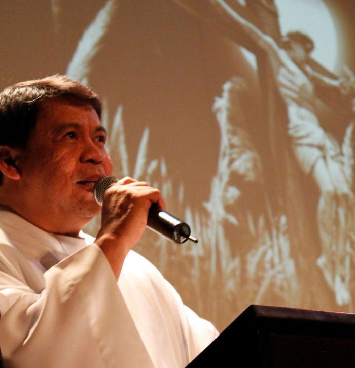 Pastor Larry Faraon. Foto diambil dari  Facebook @FatherLarryFaraon