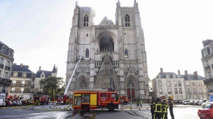 Katedral Nantes saat kebakaran pada 18 Juli 2020 (AFP)