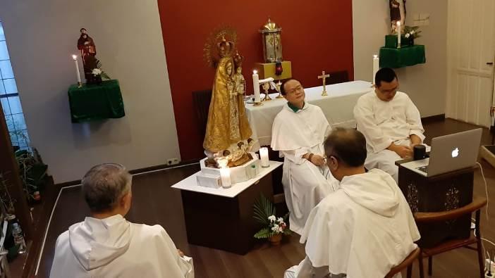 Para imam Dominikan berdoa Rosario (PEN@ Katoliki/semz)