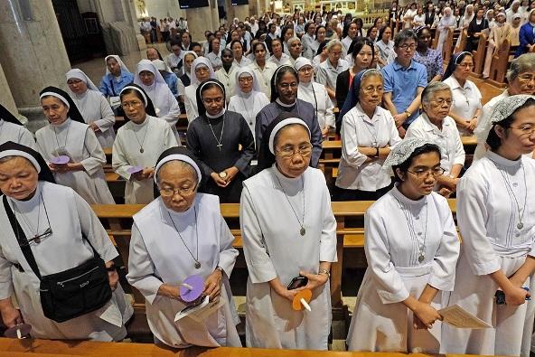 Para biarawati dari berbagai kongregasi religius menghadiri Misa untuk Hari Raya yesus Diersembahkan di Kenisah dan Hari Hidup Bakti Sedunia di Katedral Manila, 2 Februari 2018. FILE FOTO