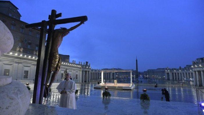 Paus Fransiskus memberi berkat Urbi et Orbi, 27 Maret 2020 (Vatican Media)