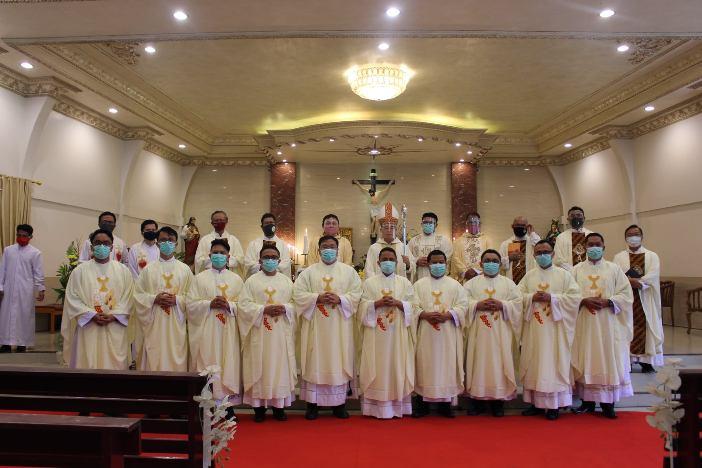 Tahbisan Imam Manado 7