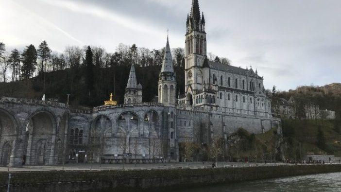 Tempat Ziarah Maria di Lourdes