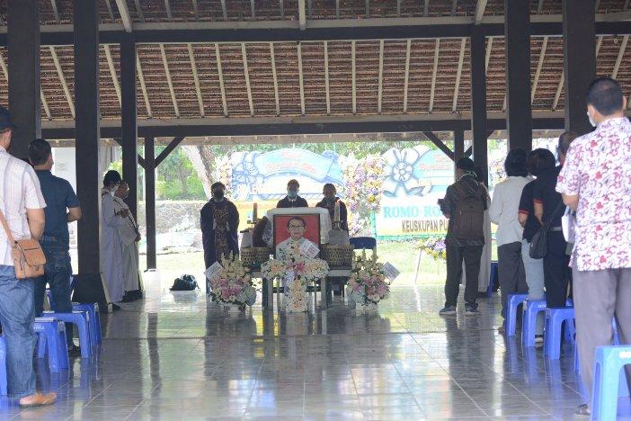 Uskup Purwokerto memimpin Misa dan Pemberkatan