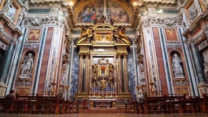 Gambar Bunda Maria, Salus Populi Romani, di Kapel Borghese di Basilika Kepausan Santa Maria Magiore (© Pavel Losevsky - stock.adobe.com)