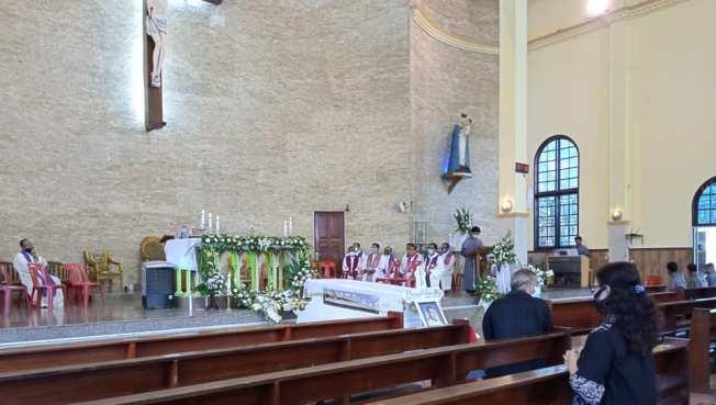 Misa Pemakaman Pastor Adi di Gereja Santo Yosef Delitua (Dari FB Valentino Siboro)