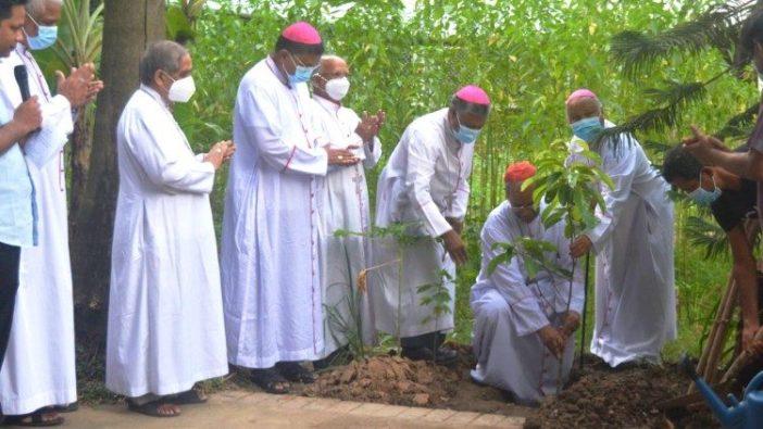 Para uskup Bangladesh memulai kampanye penanaman pohon selama setahun.