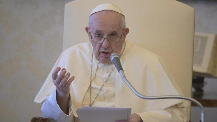 Paus Fransiskus dalam Audiensi Umum 19 Agustus.jpeg