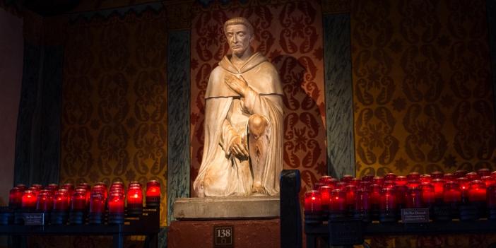 Santo Peregrinus terkenal sebagai orang kudus untuk para penderita kanker dan banyak mukjizat terjadi atas  perantaraannya
