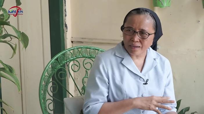 Suster Anna PK. (Semua foto di tulisan ini diambil secara screenshot dari tayangan YouTube Komsos Surabaya)