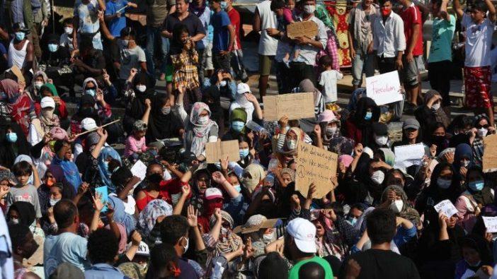 Para pencari suaka memprotes kamp baru di Kara Tepe di Pulau Lesbos, Yunani, 12 September 2020. (ANSA)