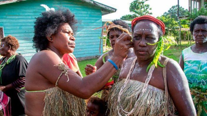 Orang Papua mempersiapkan pemungutan suara pada November 2019. (AFP)