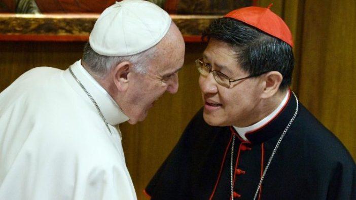 Paus Fransiskus bertemu Kardinal Tagle tahun 2015. (AFP)