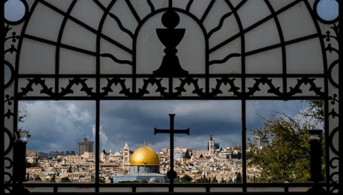Agama Kristen dan Islam © Anastazzo / Shutterstock