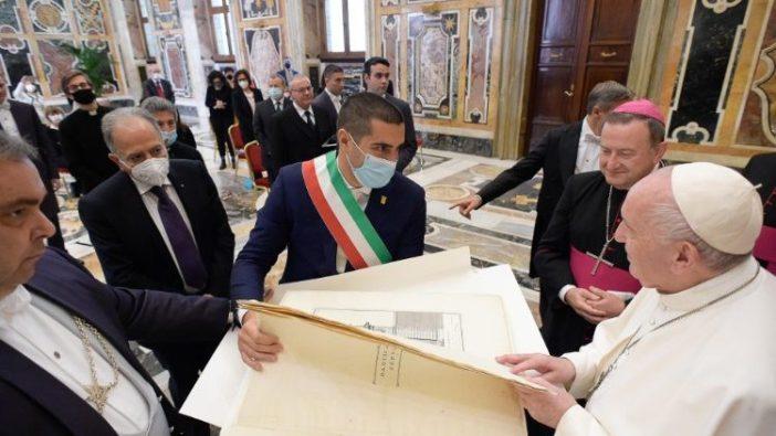 Paus Fransiskus bertemu dengan delegasi dari Keuskupan Agung Ravenna Cervia (Vatican Media)