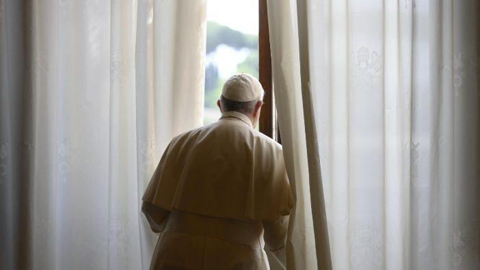 Paus Fransiskus setiap pagi