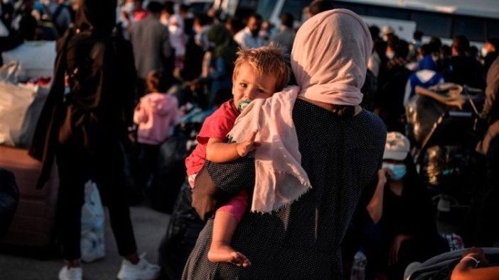 Pengungsi dari Pulau Lesbos menunggu dipindahkan ke tempat lain di Yunani (AFP)