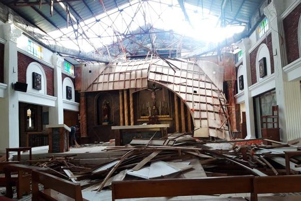 Gereja San Antonio di Tabaco City termasuk di antara gereja-gereja yang rusak dalam  serangan Topan Super Rolly di Provinsi Albay 1 November 2020. Foto dari PASTOR REX PAUL ARJONA (CBCPNEWS)