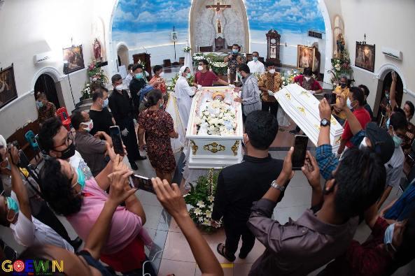 Jenazah Mgr Anicetus Sinaga OFMCap siap dibawa ke Keuskupan Sibolga (Foto diambil dari Facebook Gereja Katholik Katedral Medan)