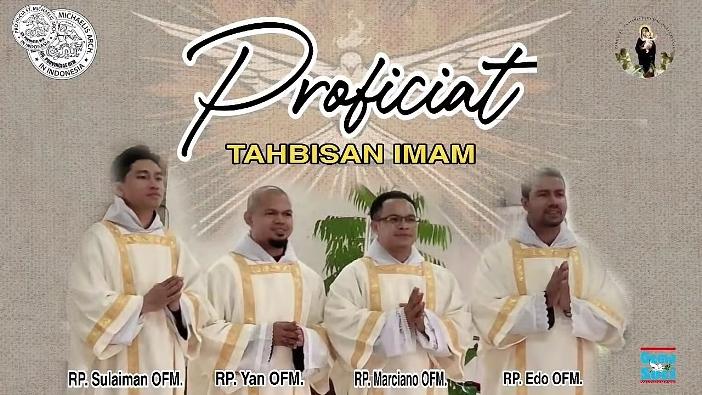 Empat imam OFM yang ditahbiskan di Cipanas, 17 November.  (semua foto dalam artikel ini diambil secara screenshot oleh PEN@ Katolik/pcp)