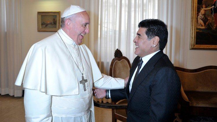 Paus Fransiskus bertemu Diego Armando Maradona di Vatikan