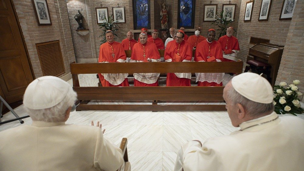 Paus dan para kardinal baru mengunjungi Benediktus XV 3