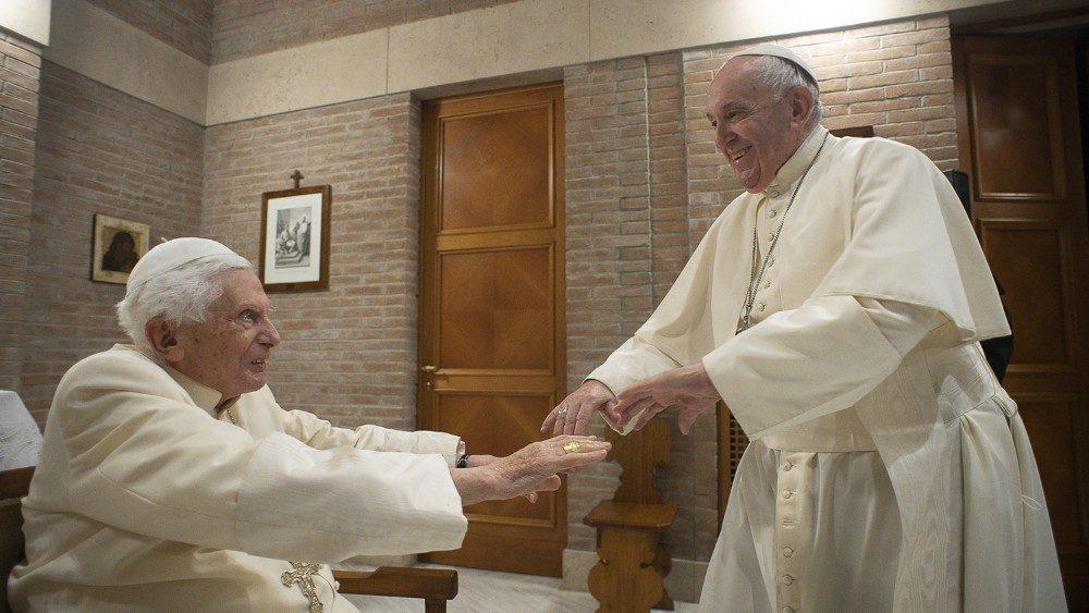 Paus dan para kardinal baru mengunjungi Benediktus XV 5