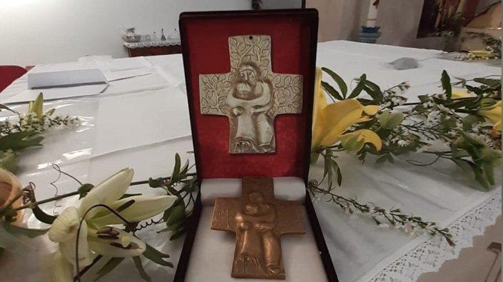 Salib dada dari Paus