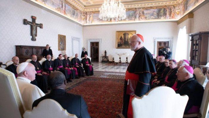 Foto arsip audiensi Paus Fransiskus dengan sekelompok uskup AS pada kunjungan Ad Limina mereka ke Vatikan November 2019 (ANSA)