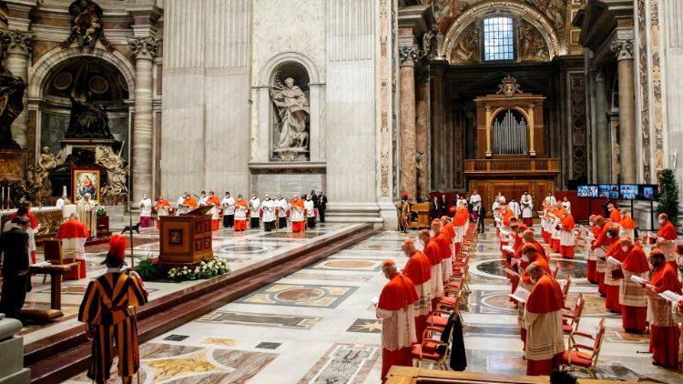 Suasana konsistori menciptakan kardinal baru di Vatikan 28 November 2020 (Vatican Media)